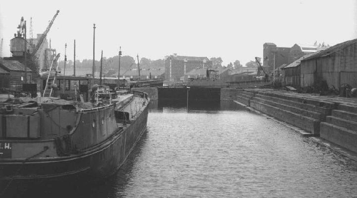 Graving (dry) dock from the west end