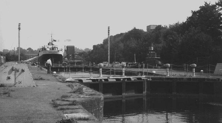Lock between Old Basin and Old Arm from west