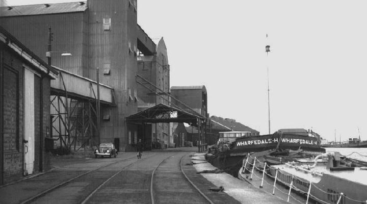 Quay Severn Mills Group silo from south
